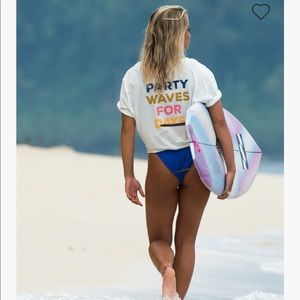 NWT Billabong party waves surf shirt
